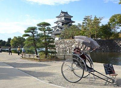 松本城公園にあった人力車