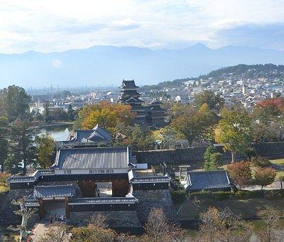 市役所展望室から見た松本城