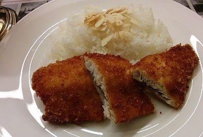 ご飯の盛りようり大きかった虹鱒のフライ