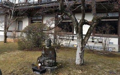 庭にあった石像