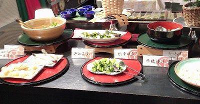 枝豆、もずく酢、野沢菜、ピリ辛胡瓜、千枚漬け、らっきょうなどなどの漬物類