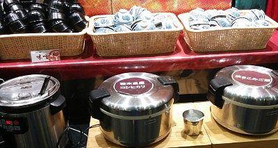 炊き込みご飯、白米、なめこの味噌汁、カレー