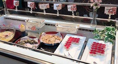 ヨーグルト、フルーツポンチ、桜餅、きなこわらび餅、ストロベリーケーキ