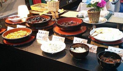 味海苔、納豆、梅干し、梅ふぶき、いんげんの白和え、きんぴら、きゃらぶき、茄子や白菜の漬物などなど
