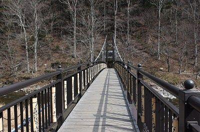もみじの湯に行くのに渡った紅の吊橋