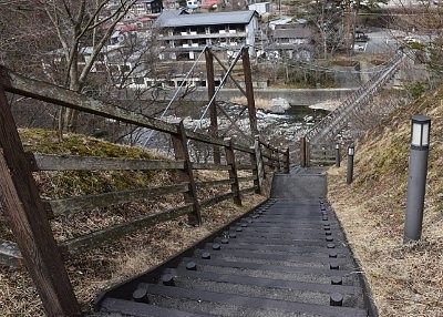 七ツ岩吊橋へ向かう遊歩道