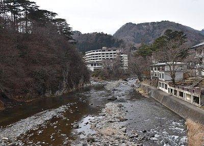 七ツ岩吊橋から見た上流の景色