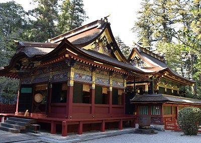 重要文化財の拝殿と本殿
