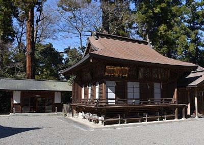 神楽殿と休憩所