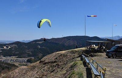 妙義スカイパークでパラグライダが飛ぶところ3