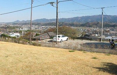 富岡市社会教育館の庭から見た富岡市街地の景色