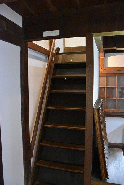 内蔵の急階段