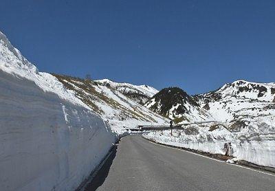雪の回廊が続いていた開通日