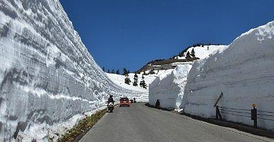 10m以上の高さのあった雪の回廊