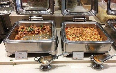 油淋鶏、麻婆豆腐、牛肉と茸の煮込み