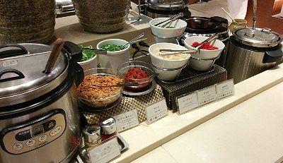 担々麺と具、あさりの味噌汁、白米、キーマカレー