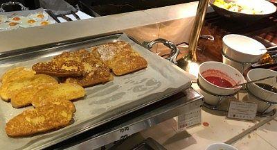 目玉焼きとフレンチトースト