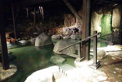 二つの浴槽の露天風呂