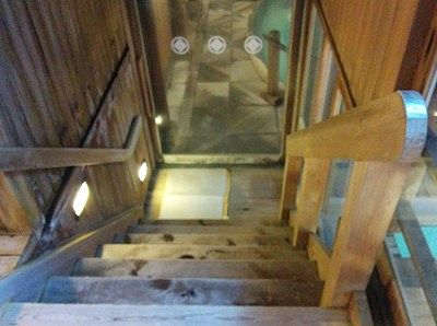 風呂場への階段