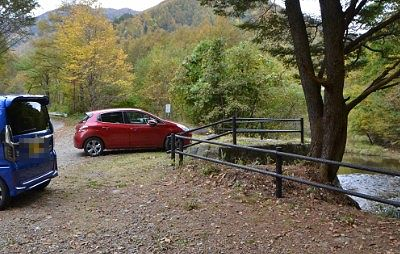 巣栗渓谷の滝の駐車場の様子