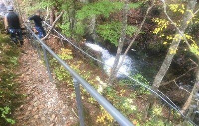 巣栗渓谷の滝への遊歩道の様子