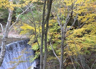 紅葉の巣栗渓谷の滝