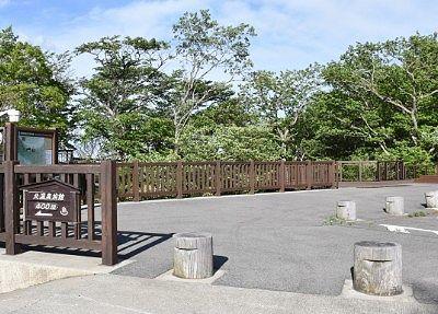 駐車場脇の観瀑台入口