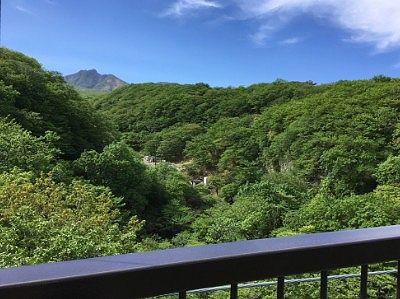 吊り橋真ん中から茶臼岳の景色