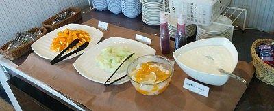 オレンジ、メロン、フルーツポンチ、ヨーグルト