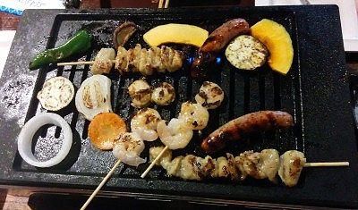 野菜や海鮮を焼いてるところ