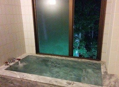 夜の大理石風呂の様子