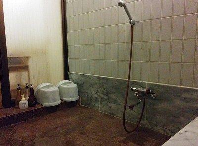 部屋風呂の洗い場の様子