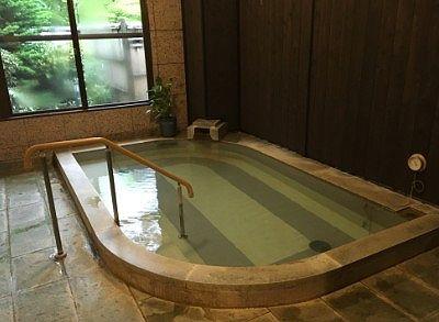 朝日の湯の湯舟の様子