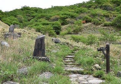 殺生石横にあった那須高原展望台(恋人の聖地)への遊歩道