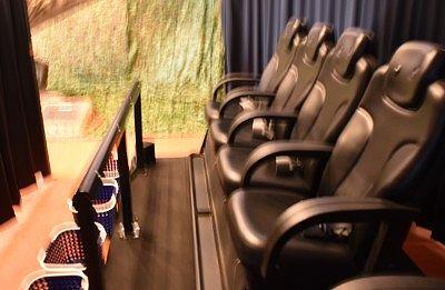 ライドシアターの座席