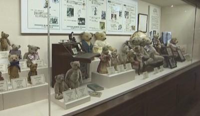 100年以上前のアンティークのテディベアと歴史がわかる展示コーナー