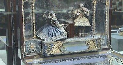人形型のオルゴール