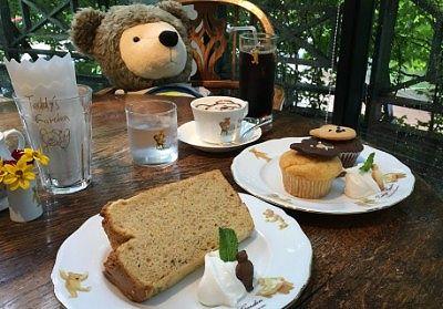 バナナシフォンケーキ500円とマフィン500円とアイスコーヒー500円など