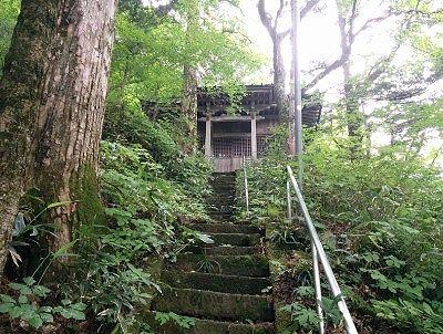 天狗の湯噴出出口近くの湯前神社