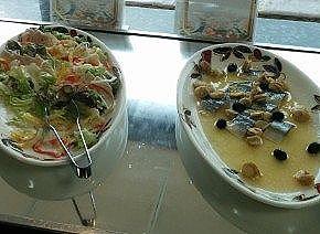 ヤシオポークのロティチーズソース、ニシンとホタテのオレンジ風味マリネ