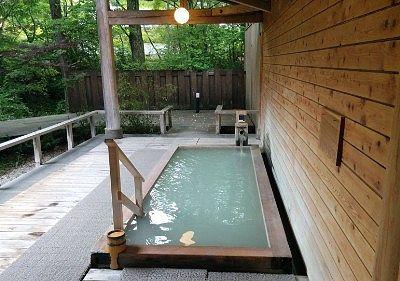 白濁硫黄泉の露天風呂