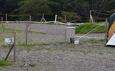砂利が敷き詰められたテントサイト