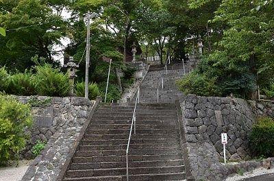 佐野賀茂別雷神社石段と神楽殿