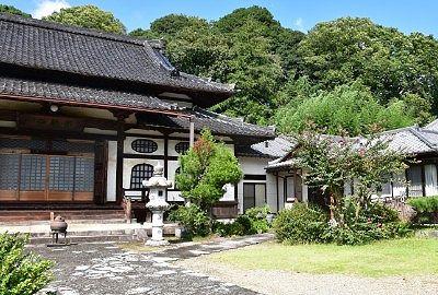本堂と寺務所