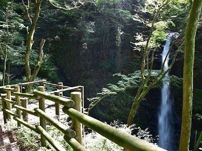 不動滝の観瀑台の様子