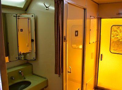 使用可能だった列車車内のトイレと洗面所