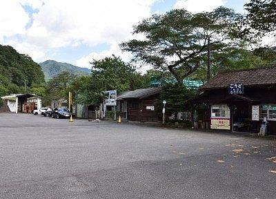 レストラン清流駐車場