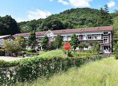 旧花輪小学校の校舎全景