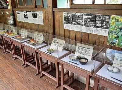 給食の歴史がわかる見本