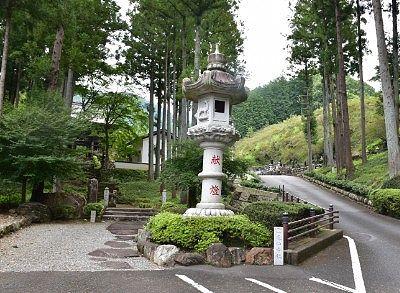 鳳仙寺の石灯篭